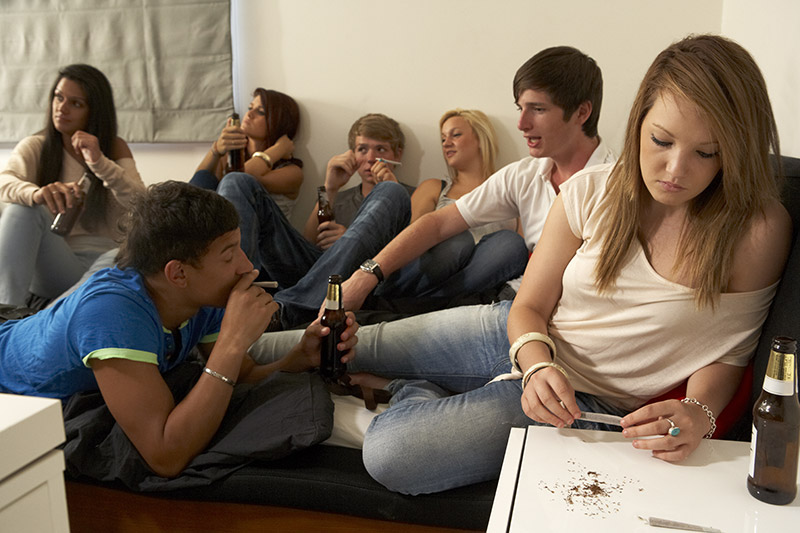 teenagers taking amphetamine and smoking