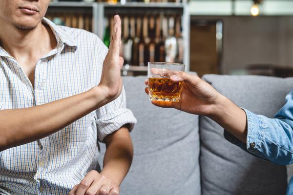 a man saying no to alcohol